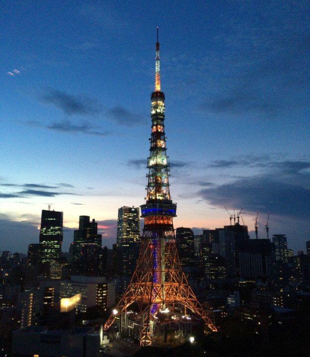 プリンスパークタワーのラウンジから見える東京タワー
