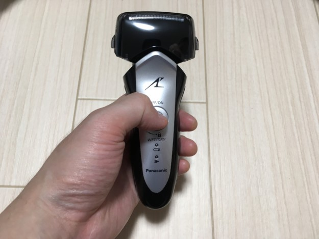 髭剃りラムダッシュ3枚刃の電源スイッチのロックを解除