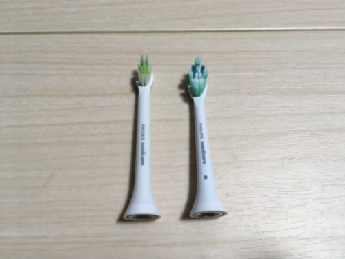 ソニックケアー「イージークリーン」交換用と付属ブラシの対比