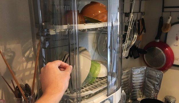 象印「食器乾燥機」の片扉を開けている図